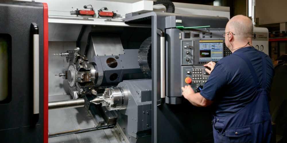 CNC draaibank automatische stafaanvoer